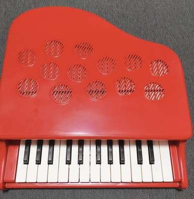カワイのミニピアノの写真