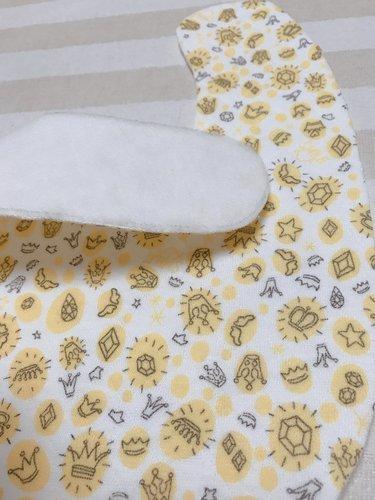 布をキルト芯の型に沿ってカットする